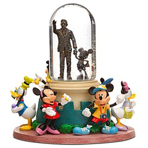 Disney Family Tourist Partners Snowglobe