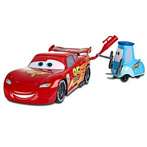Cars 2 Gas Up and Go Guido & Lightning McQueen Action Vehicle by Mattel