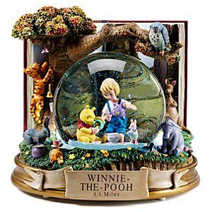 Classic Winnie the Pooh Snowglobe