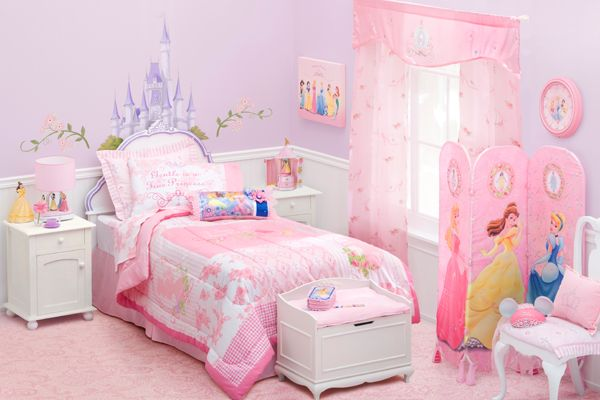 Modern-kid-bedroom-with-princess-motive-design